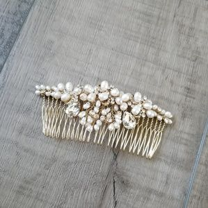 Jeweled Pearls and Crystal wedding hairpin NWOT
